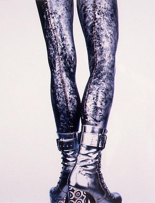 Eva Mueller, Legs