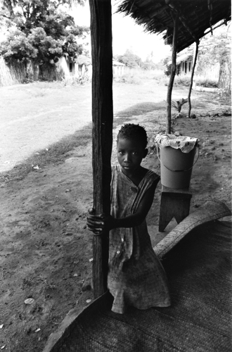 "Jelisa Lyn Peterson, ""Holding On, Ibo, Mozambique"", 2003, gelatin silver chlorabromide print, 8½ x 13, ed of 25."