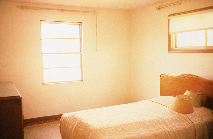 "Zeva Oelloaum,""Untitled (Master Bedroom)"", 1994, Cibachrome. Courtesy Bonni Benrubi Gallery, NYC."